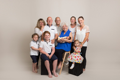 Large extended family - family photographer somerset