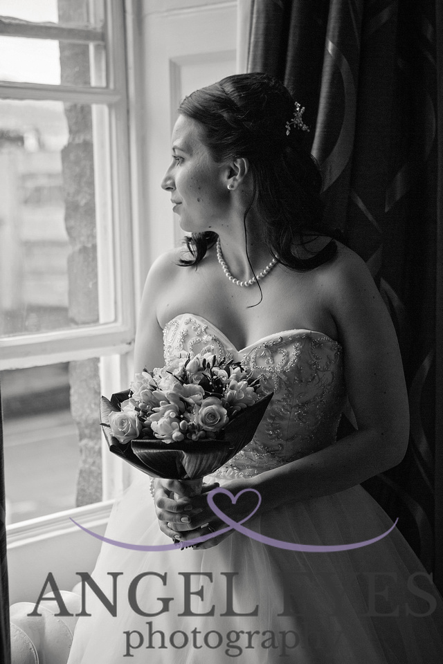 Making the most of a rainy wedding day - local wedding photographer somerset